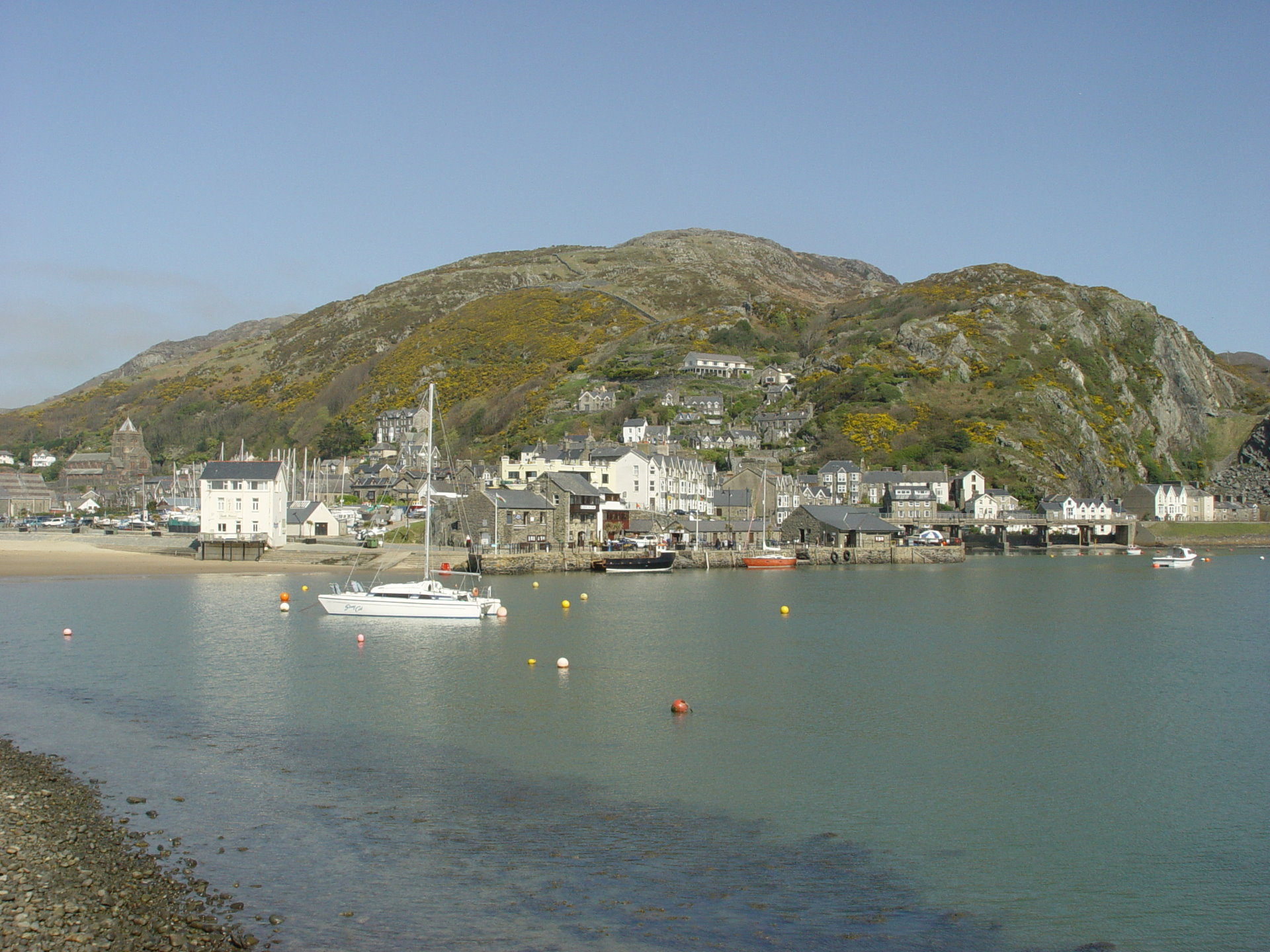Small Bed Photos Of Barmouth In West Wales